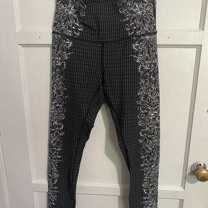 Lululemon leggings Wunder Under size 8